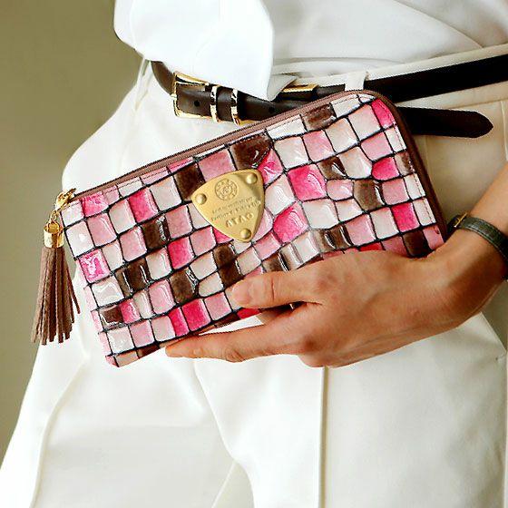 50代女性に人気「アタオ」の長財布