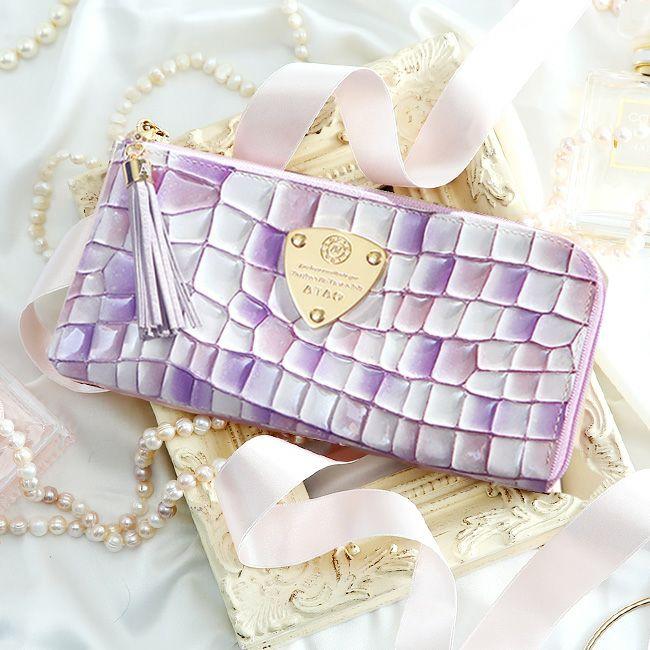 彼女へのクリスマスプレゼントにおすすめなレディースブランドのお財布はアタオのロージーラベンダーです